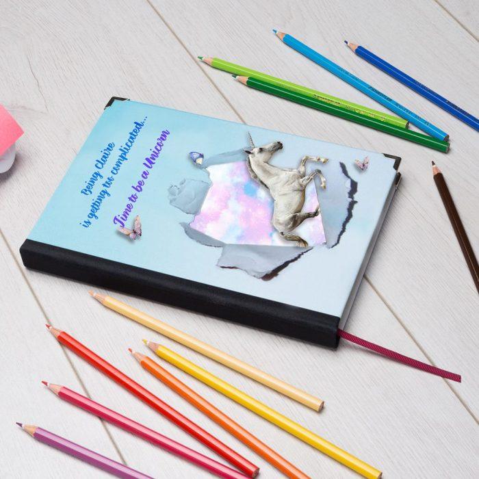 карандаши и тетрадь